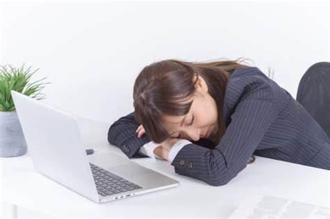 睡眠不足が続くと日常のパフォーマンスもダウンします